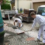 Pflasterarbeiten am Hundertwasserhaus in Plochingen