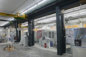 Malerarbeiten in einer Produktionshalle
